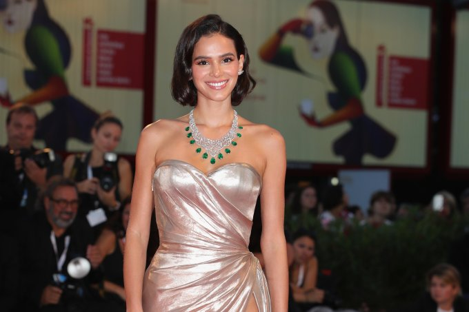 bruna-marquezine-red-carpet-veneza