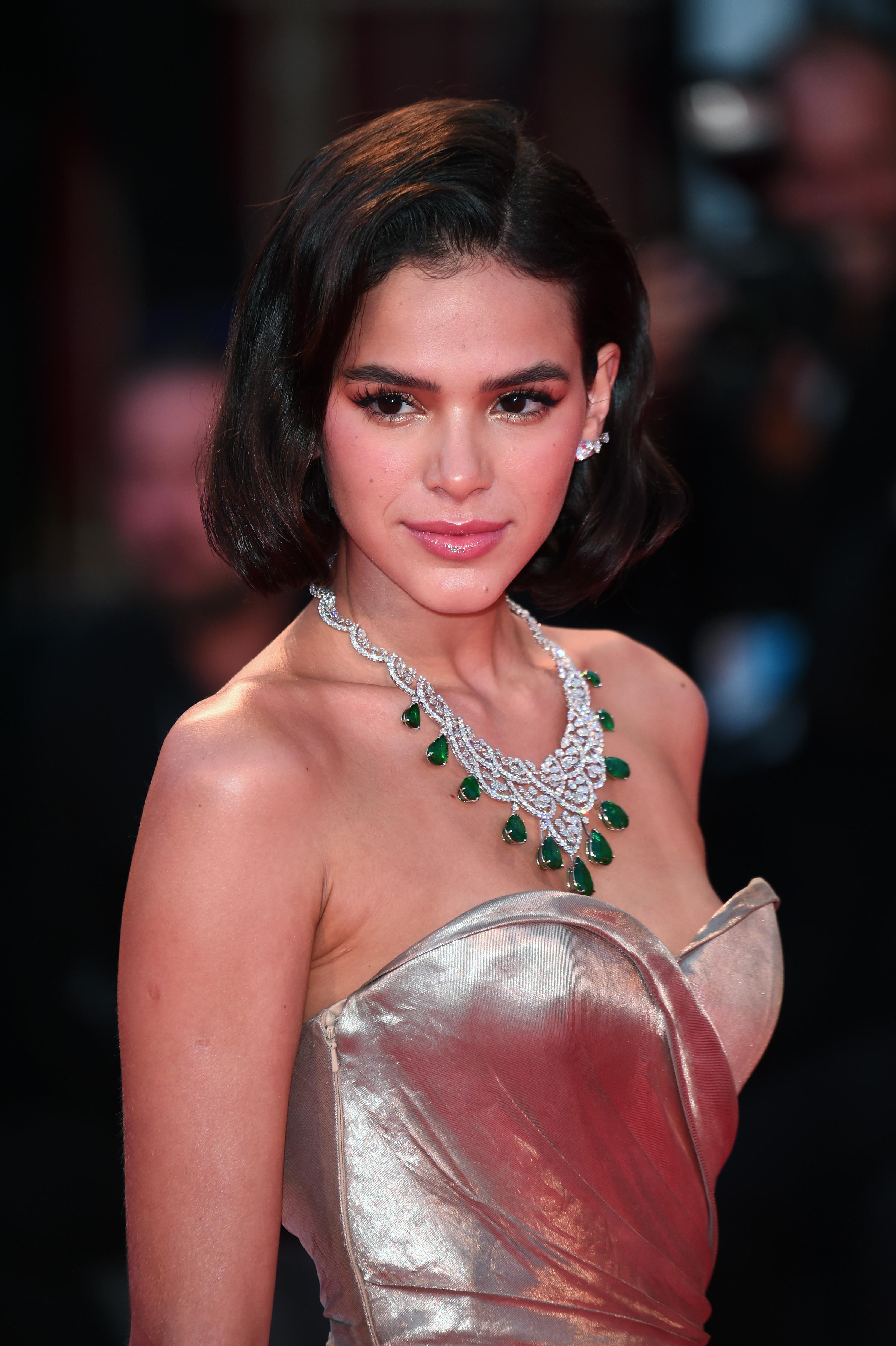 Bruna Marquezine no red carpet do 75º Festival de Cinema de Veneza.