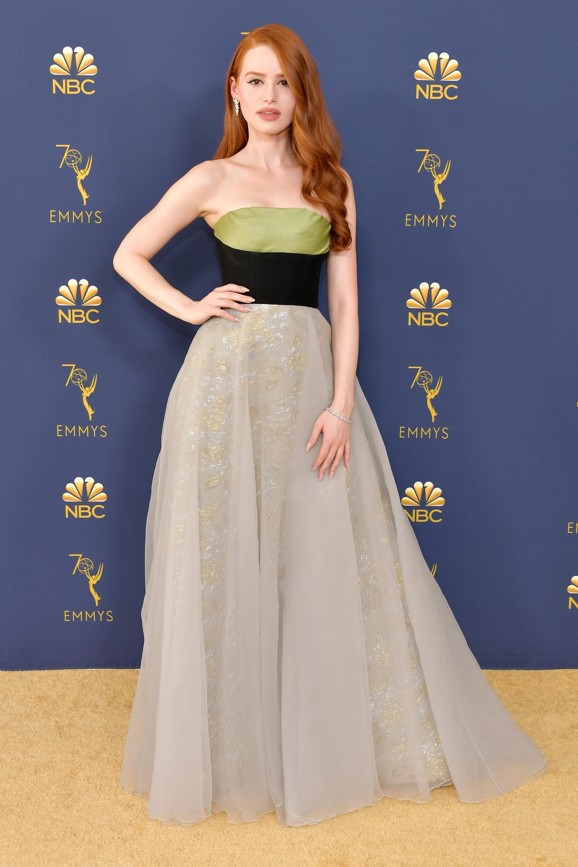 Madelaine Petsch no Emmy Awards 2018.