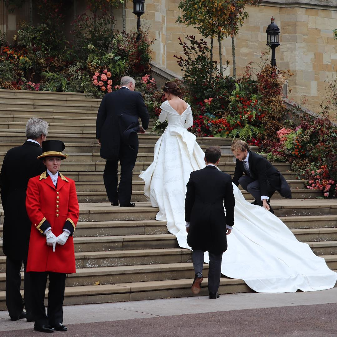 casamento-princesa-eugenie-vestido-costas