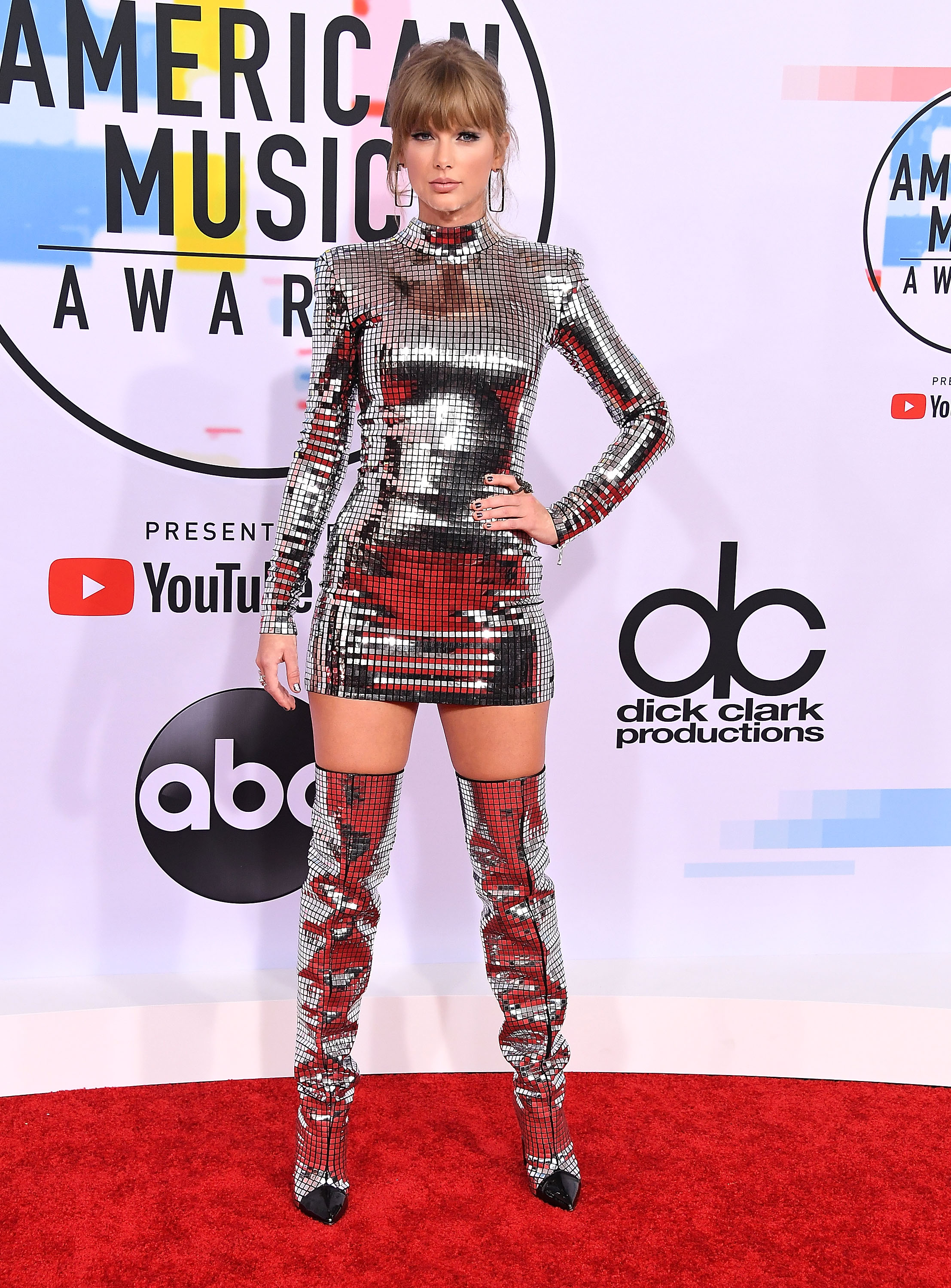 Look Balmain da taylor Swift no American Music Awards 2018.