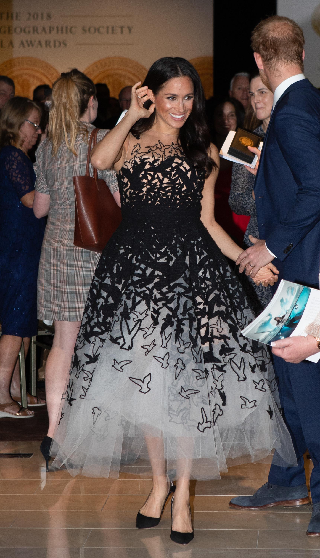 Meghan Markle e seu vestido de princesa Oscar de la Renta.