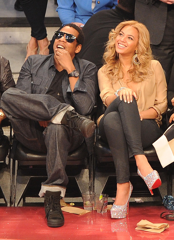 Beyoncé e seus sapatos de sola vermelha Louboutin.