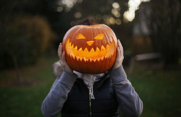 Você conhece as histórias por trás das famosas tradições de Halloween?