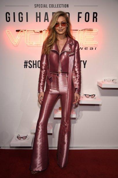 Gigi Hadid em um look Barbie western. ❤