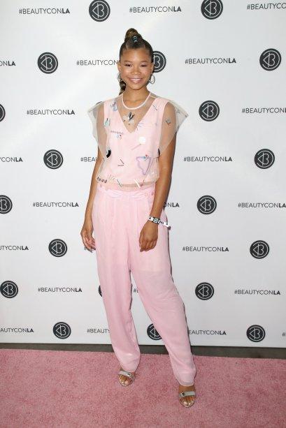 A Storm Reid ficou linda com este look todo rosa.