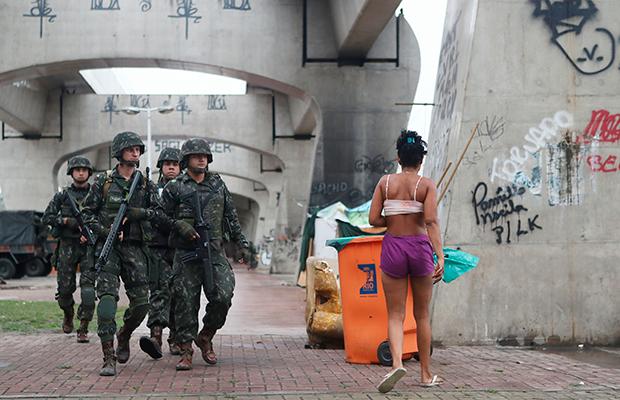 Moradores denunciam estupros durante intervenção militar no Rio de Janeiro