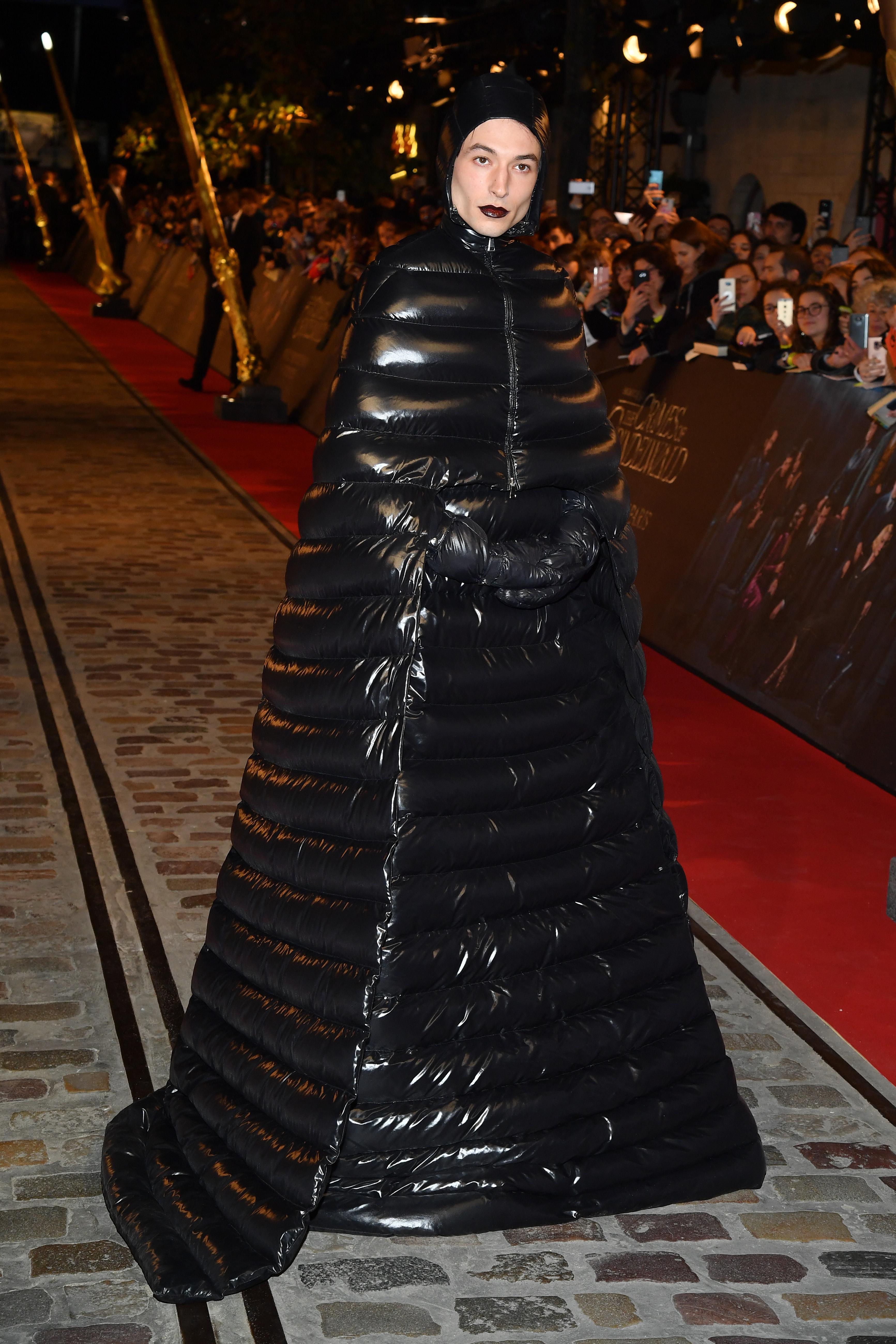 Ezra Miller na pré-estreia de Animais Fantásticos 2 em Paris