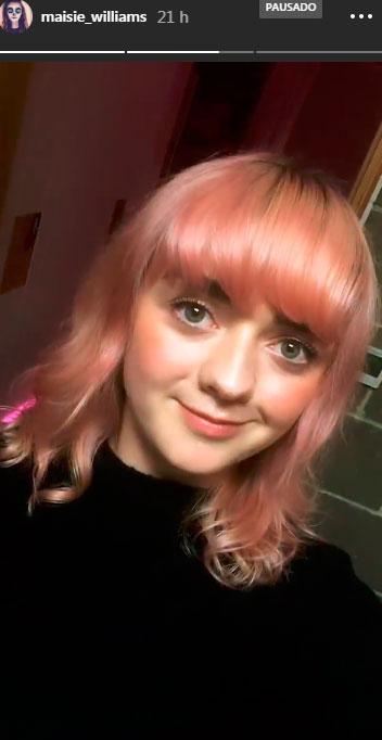 Maisie-Williams-cabelo-rosa