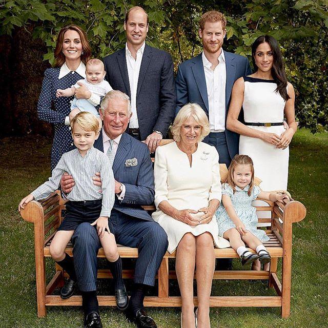 A família real reunida para comemorar os 70 anos do príncipe Charles.