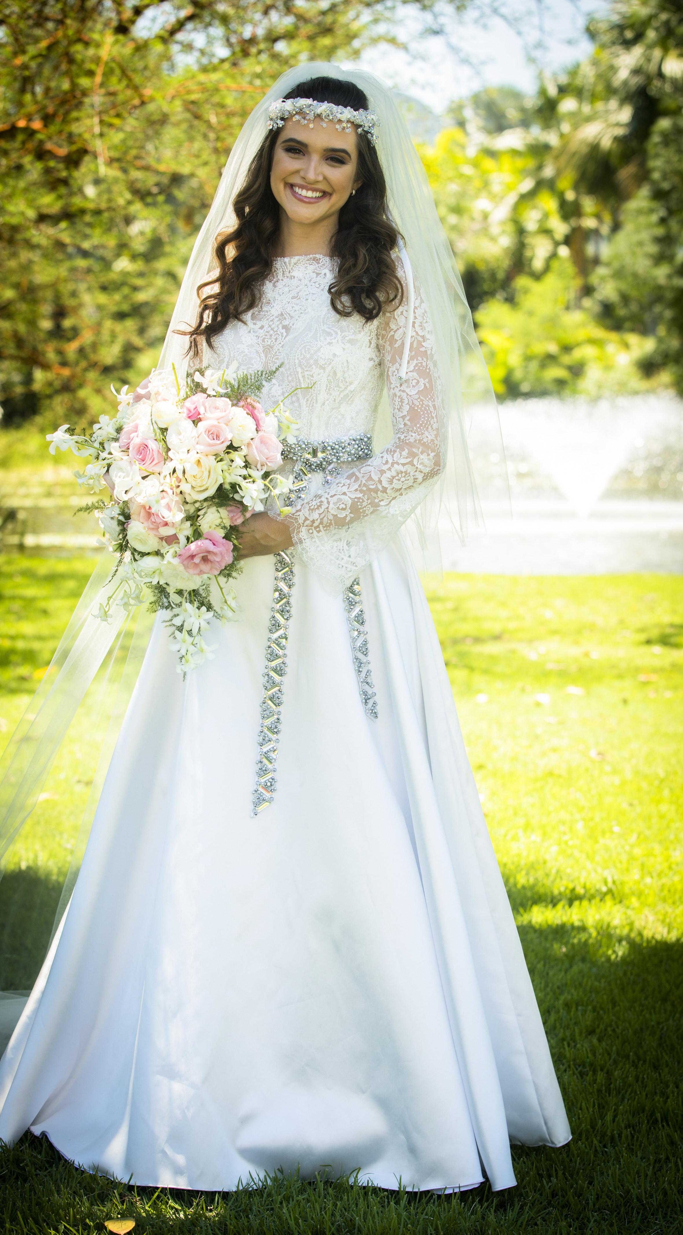O vestido de noiva lindo da Marocas!