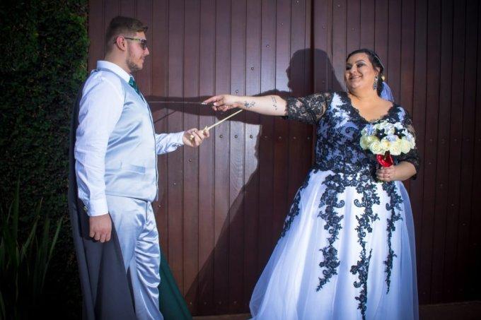 Com 'voto perpétuo', casal brasileiro faz casamento no estilo Harry Potter