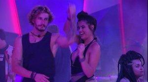 Alan e Hanna dançando no BBB19