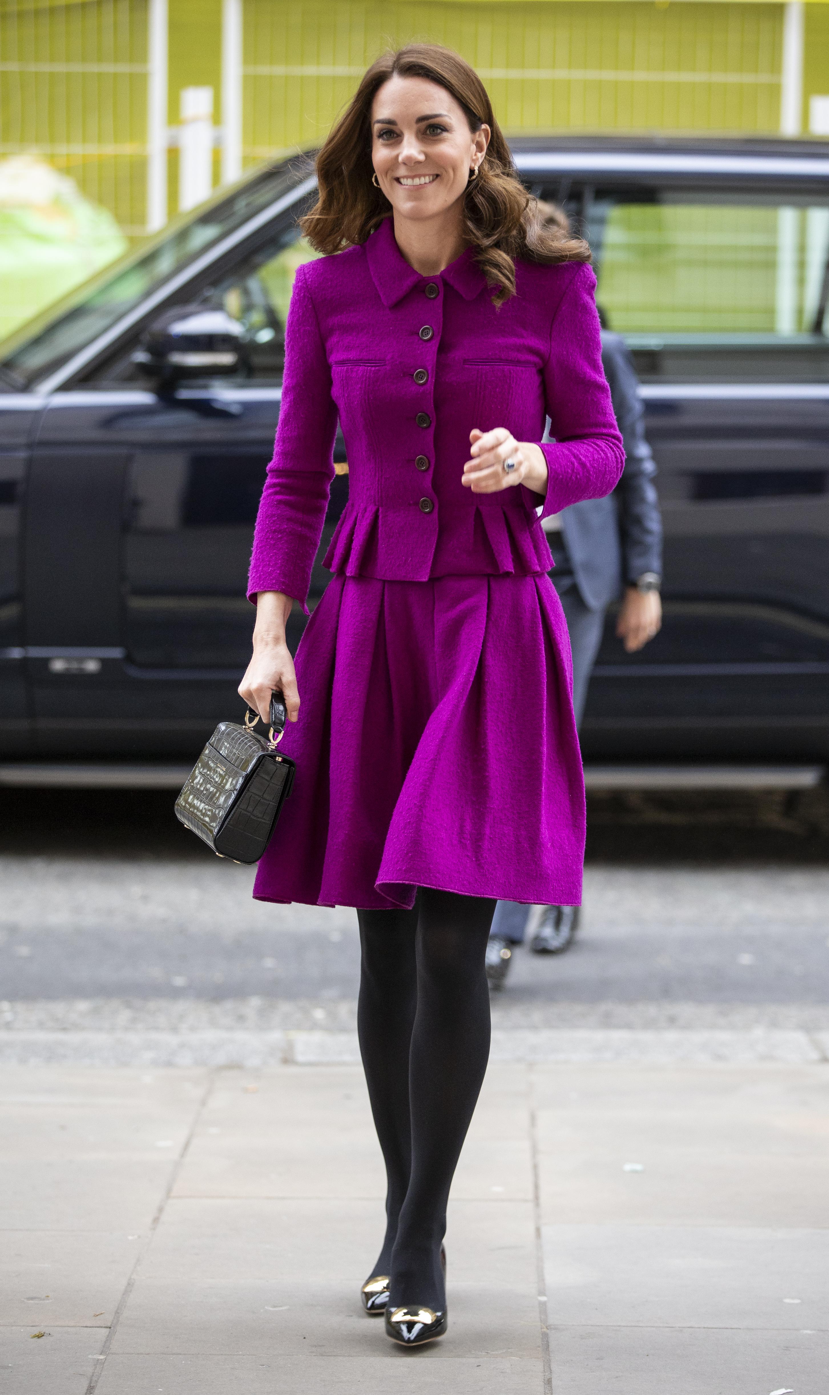 Kate Middleton ficou linda de violeta.