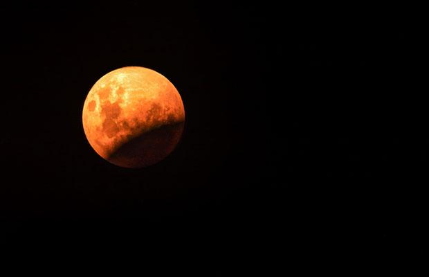 Único eclipse lunar total do ano será seguido pela Lua de Sangue no dia 21