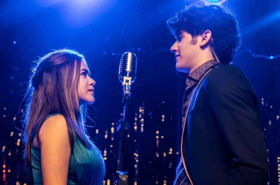 Cintia (Maisa) e Freddy Prince (Felipe Bragança) se encontram em cena do filme Cinderela Pop