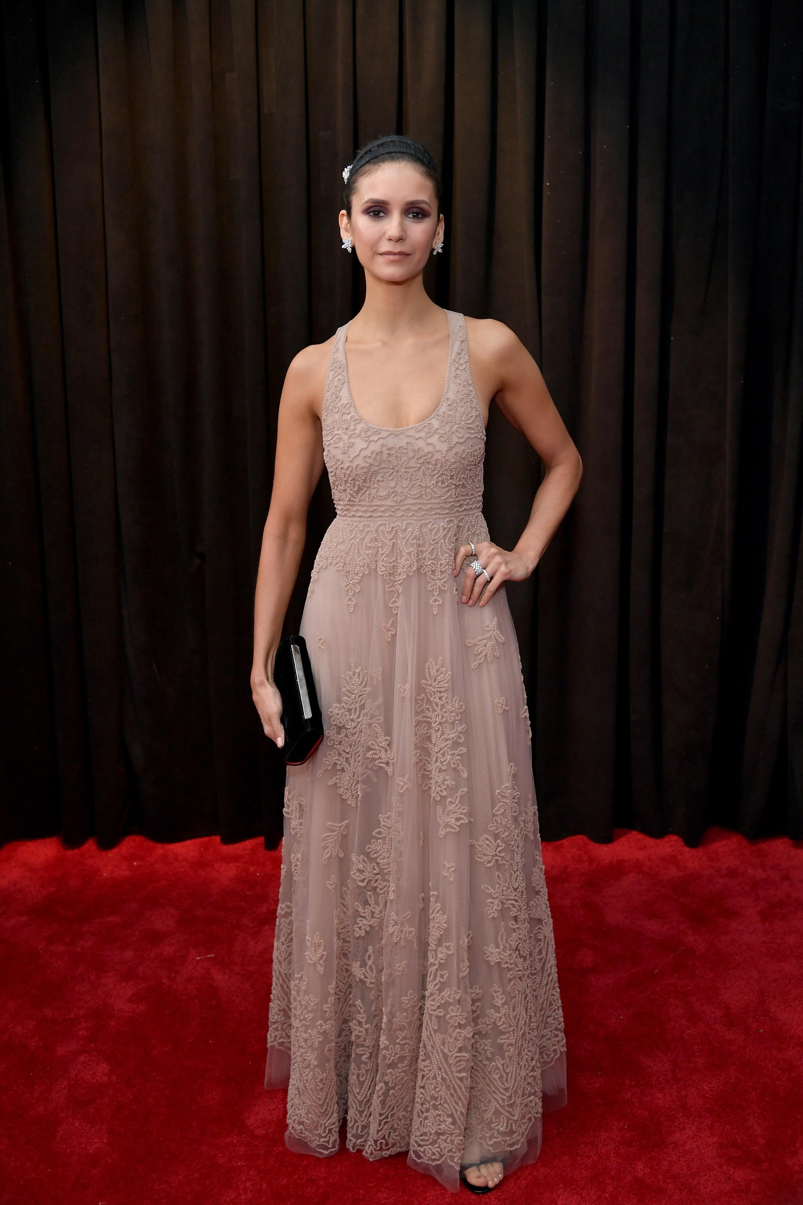 Look da Nina Dobrev no Grammy 2019