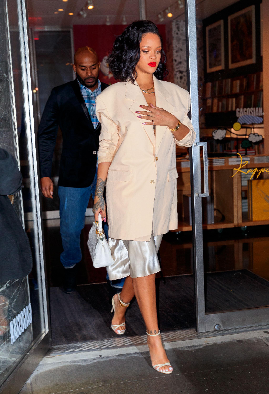 Rihanna usou este look para um jantar em Nova York.