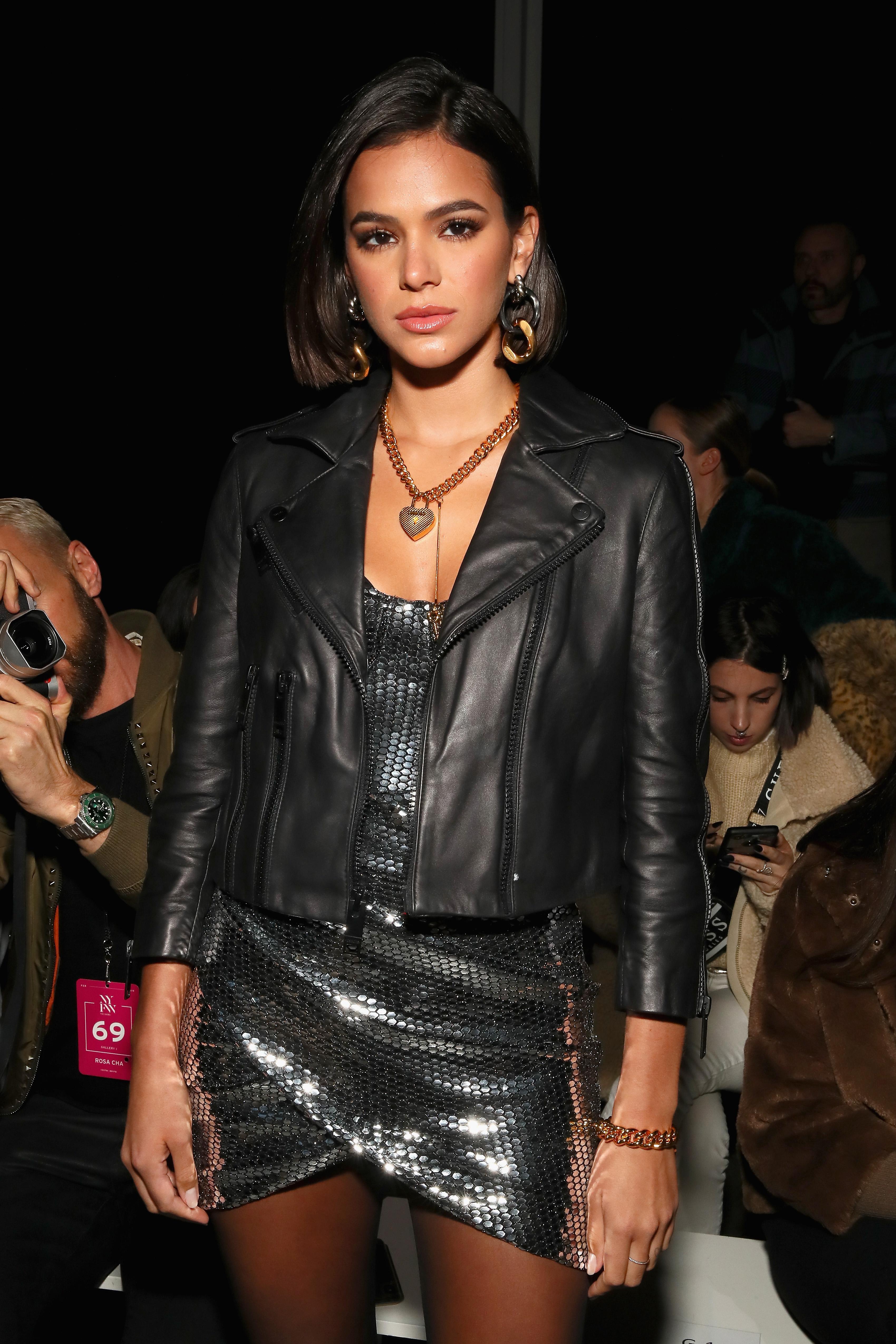 Bruna Marquezine no desfile da Rosa Chá na semana de moda de Nova York