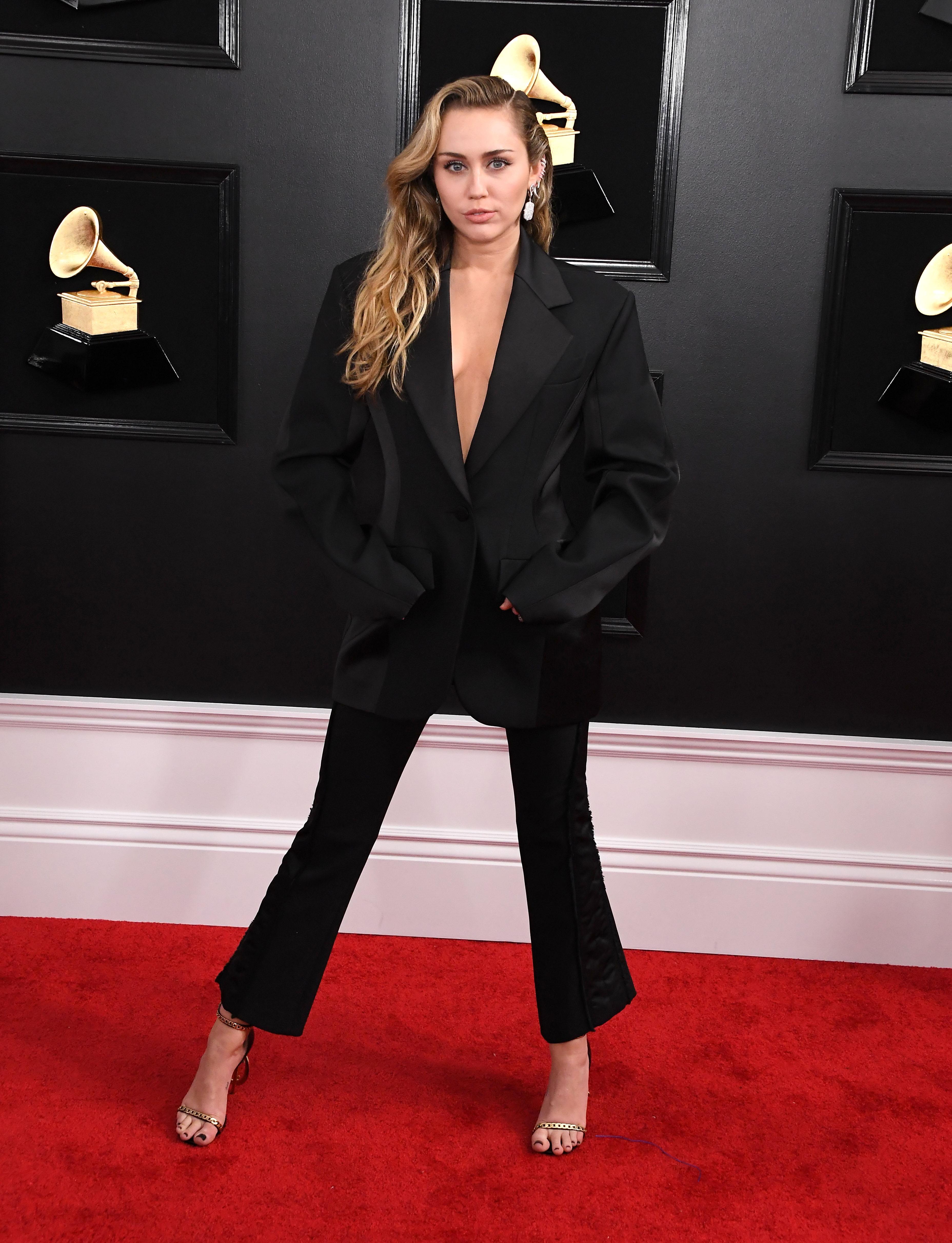 Miley Cyrus look Grammy 2019