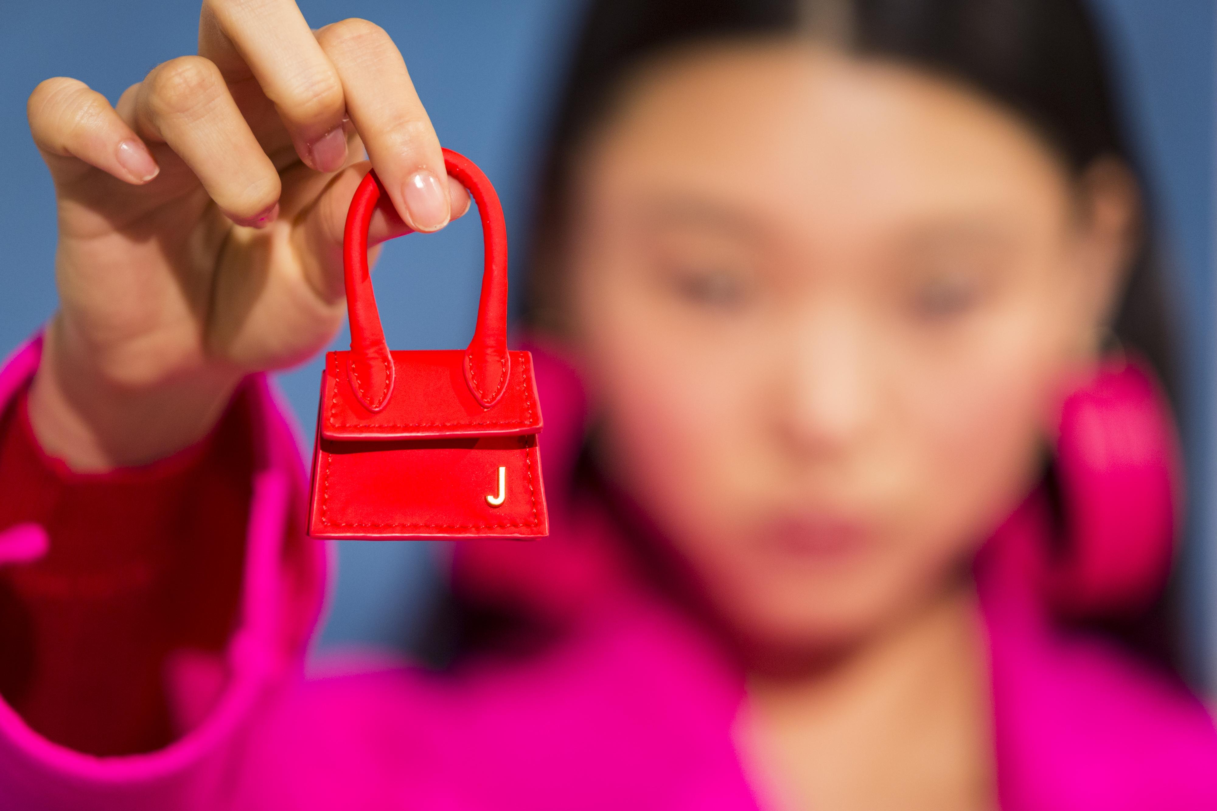 Modelo de bolsa miniatura, Le Chiquito, da grife Jacquemus