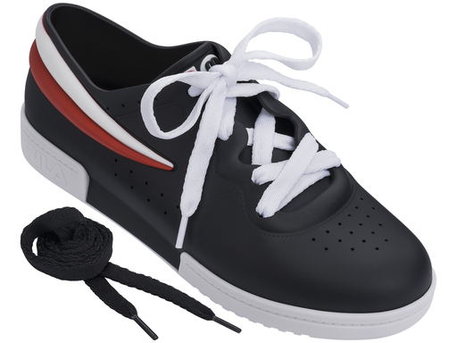 Sneaker preto Melissa / FILA (R$ 220*).