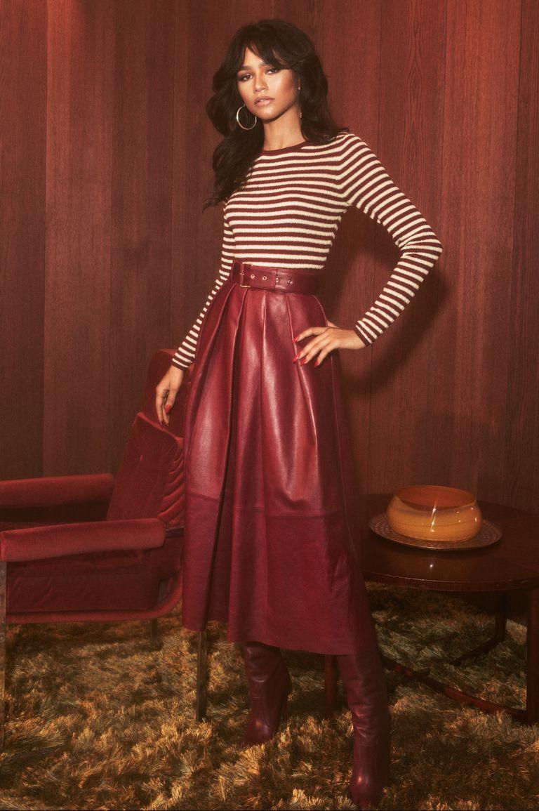 Zendaya usando roupa da coleção com Tommy Hilfiger