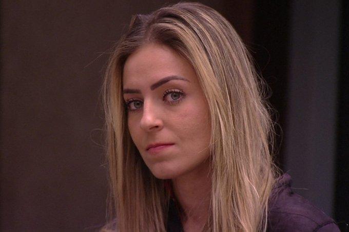 Paula dá show de homofobia no BBB19