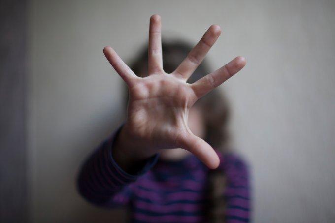 Após aula de educação sexual, garota denuncia avô abusador aos professores