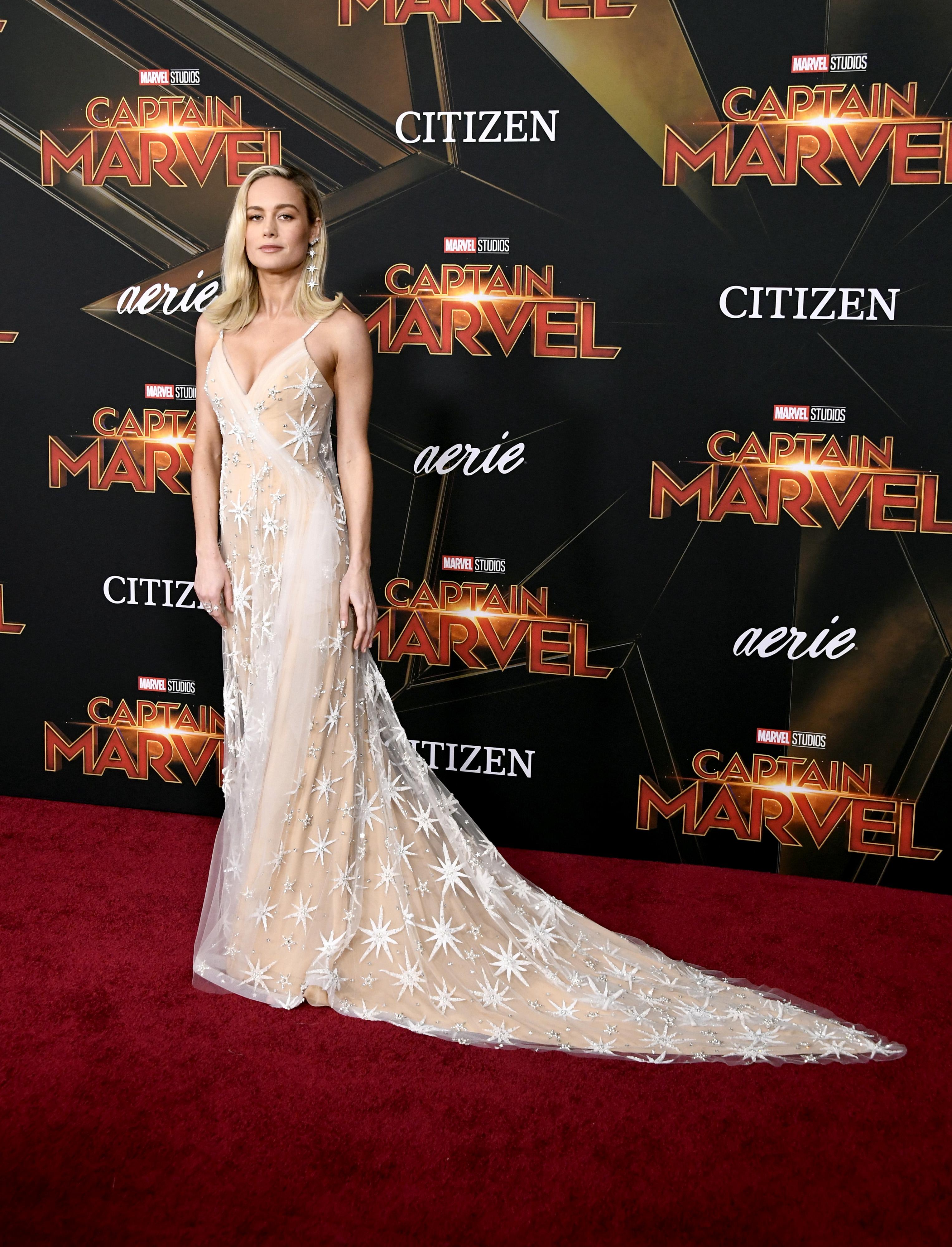 Brie Larson e seu vestido Rodarte de estrelas.
