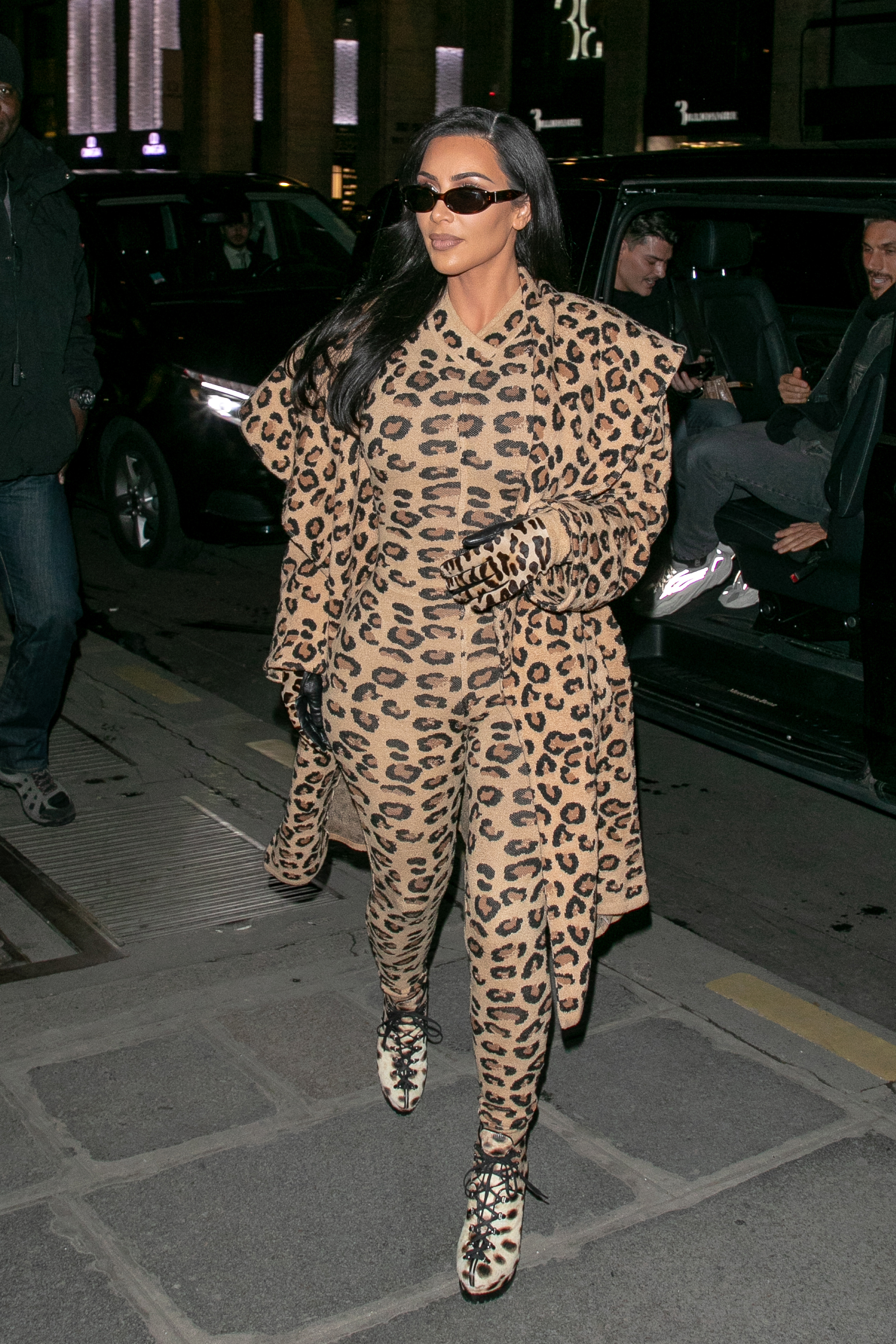 Kim Kardashian usando animal print