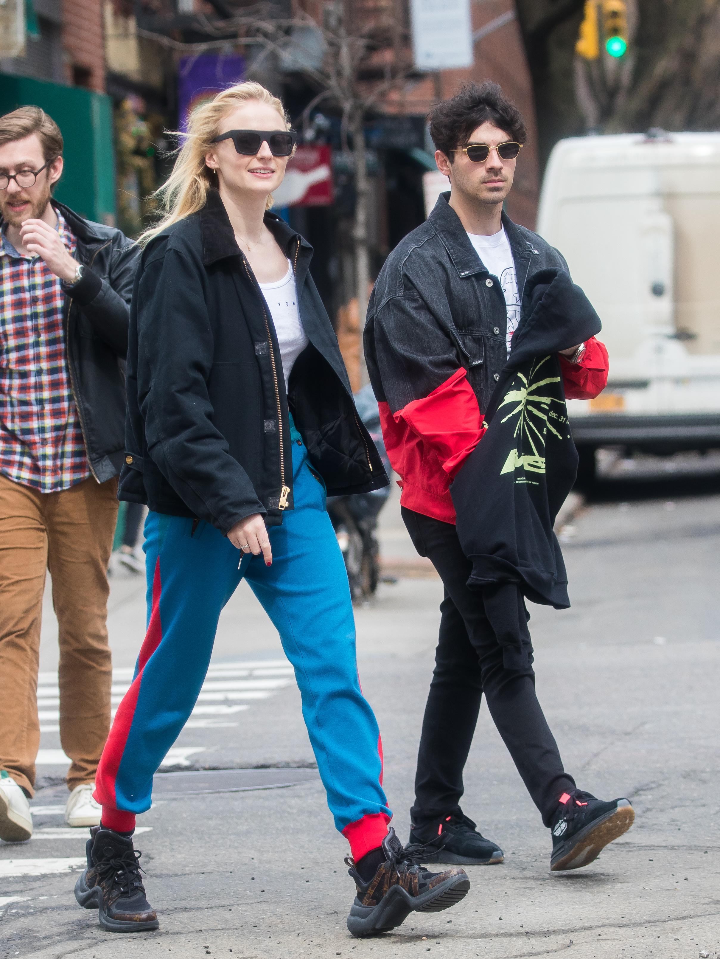 Sophie Turner e Joe Jonas combinando looks