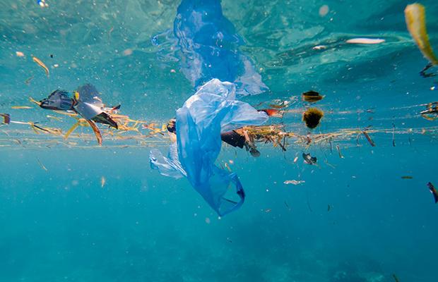 Brasil é 4º maior país produtor de lixo plástico e o que menos recicla