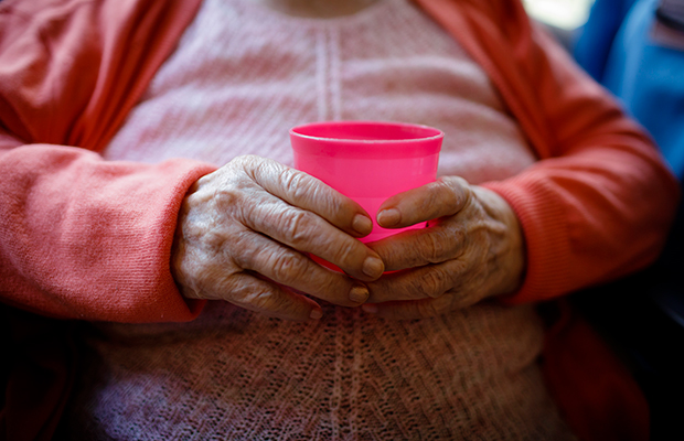Idosa de 101 anos é estuprada pelo genro no interior de Pernambuco