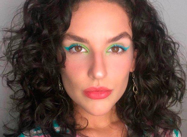 kefera-cabelo-cacheado-maquiagem-colorida