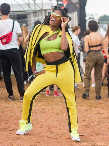 Se não for pra dar close, MC Soffia nem sai de casa, né? Nunca errou! Amarelo e neon são tendências para este ano.(@mcsoffia, 15 anos)