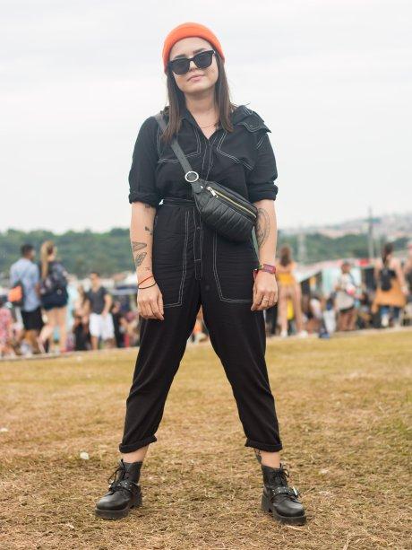 Macacão, pochete lateral, coturno, óculos escuros e gorrinho colorido. Apostas que, definitivamente, as fashionistas Kristen Stewart e Cara Delevingne fariam. (<span>@thaisparanhos, 24 anos)</span>