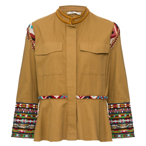 Casaco bordado étnico Riachuelo (R$229,90*).