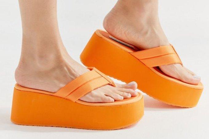sandalia-plataforma-steve-madden-laranja