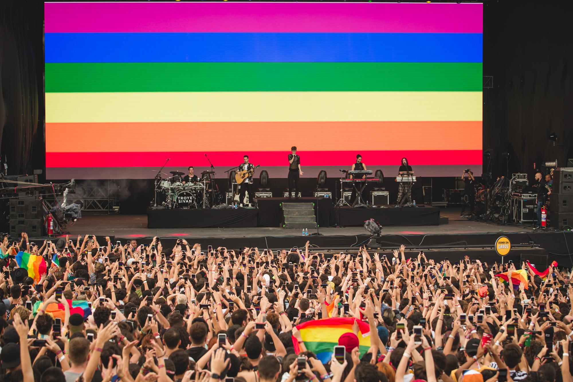 Troye-sivan-lgbt-lollapalooza-2019
