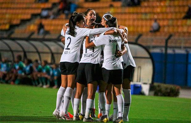Bilheterias inativas prejudicam público em jogo de futebol feminino em SP