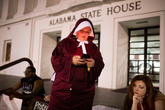 Aborto é proibido no Alabama mesmo em casos de estupro; só homens votaram