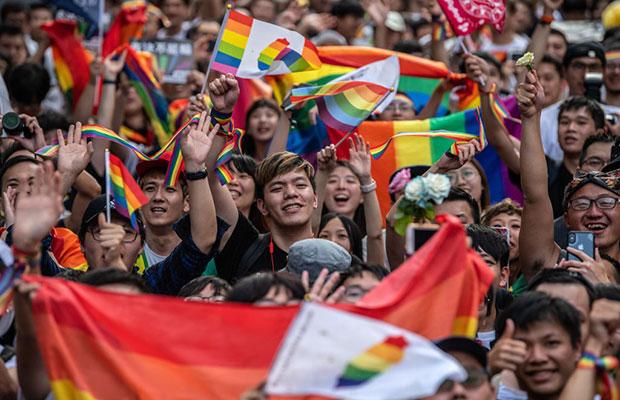 Taiwan se torna o primeiro país asiático a legalizar casamento homossexual