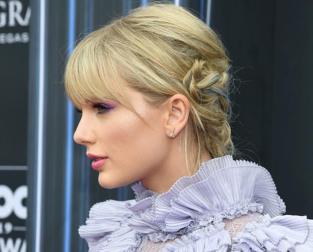 taylor-swift-Billboard-Music-Awards-cabelo-azul