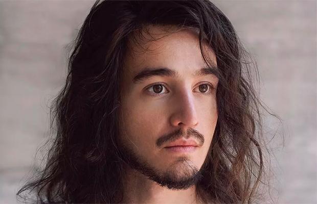 Ele voltou! Depois de mais de um ano sumido, Tiago Iorc lança álbum 'Reconstrução'