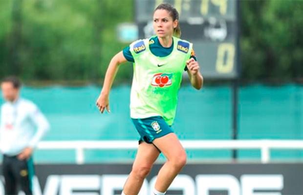 Zagueira Erika sofre lesão na panturrilha e está fora da Copa do Mundo Feminina
