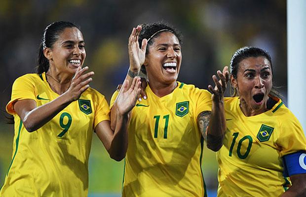 Seleção Feminina faz foto oficial da Copa do Mundo – com pernas cruzadas!