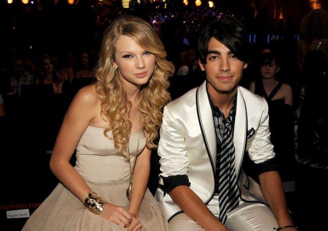 "Joe Jonas relembra término tenso com Taylor Swift: ""Me fez sentir bem mal""  | Capricho"