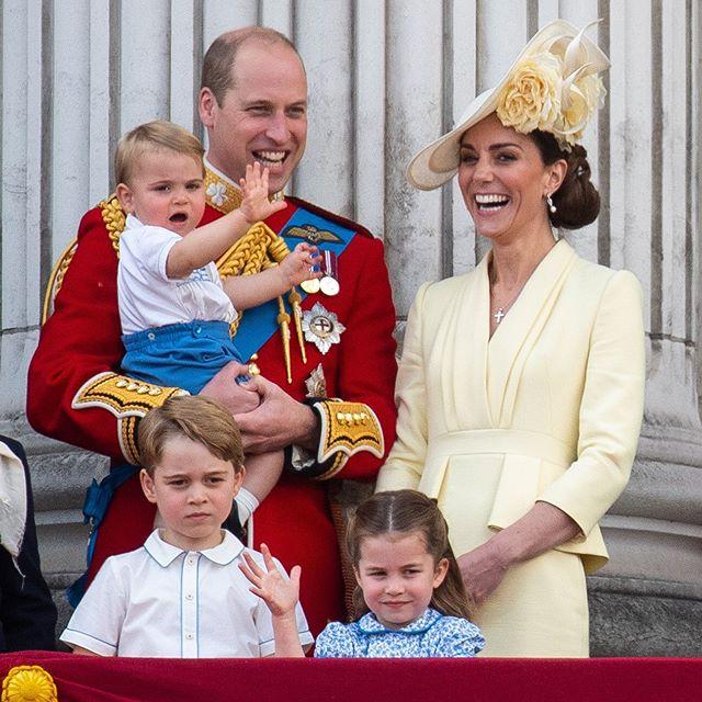 principe-louis-kate-middleton--william-george-princesa-charlotte-trooping-the-colour