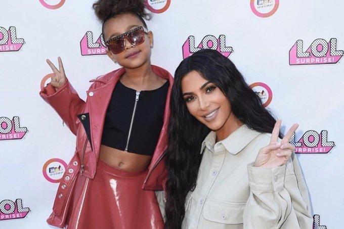 Kim Kardashian publica colar que Nicki Minaj deu para North West após seu nascimento7